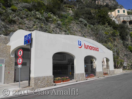Luna Rossa Parking Garage Amalfi