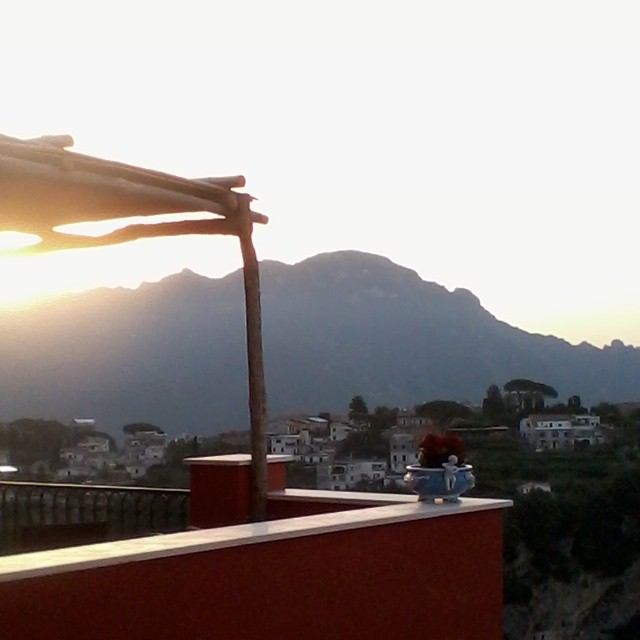 Buon giorno! I hope you have a lovely weekend. #ravello #amalficoast #italy #morning #sunrise
