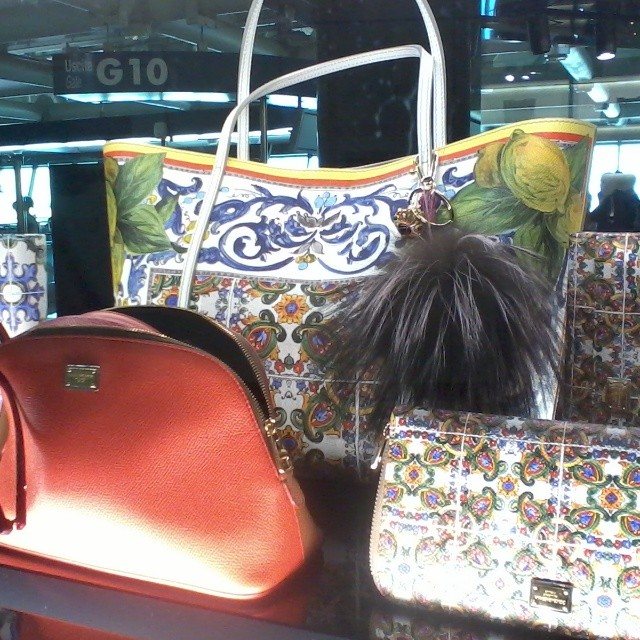 Window shopping at the #Rome airport and spotted these gorgeous bags at Dolce &Gabbana that reminded me of the Amalfi Coast. Look at the lemons! #swoon #italy #fashion