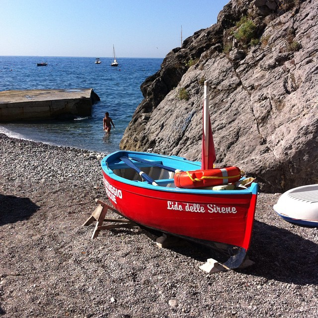 Lido delle Sirene before the morning #beach crowd arrived. #AmalfiCoast #Amalfi #ig_amalficoast #italy #boats