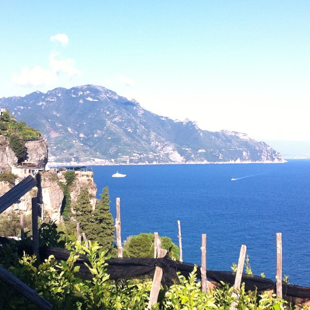 Lemons and loveliness on the #AmalfiCoast. #ig_amalficoast #italy