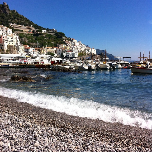 Quite possibly my last shot at the beach this year. September is so beautiful - clear water, nearly empty beaches and crisp colors. #AmalfiCoast #Amalfi #ig_amalficoast #Italy