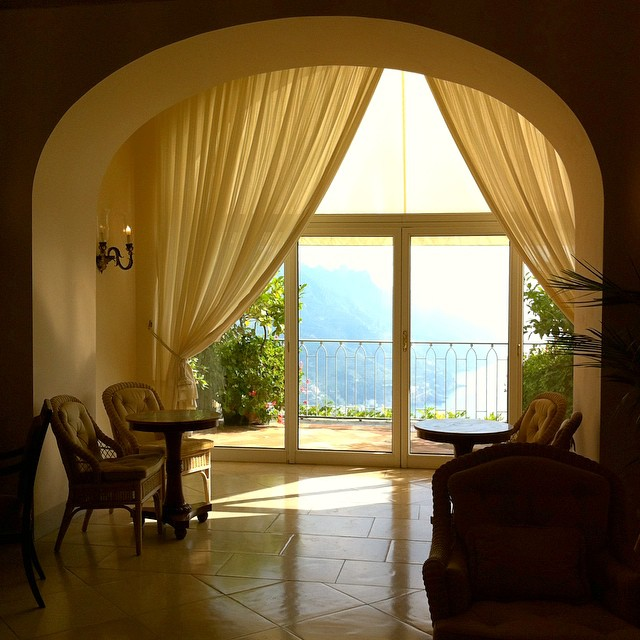 I wish my errands more often meant stopping in the gorgeous @hotelcaruso in #Ravello. #AmalfiCoast #Italy
