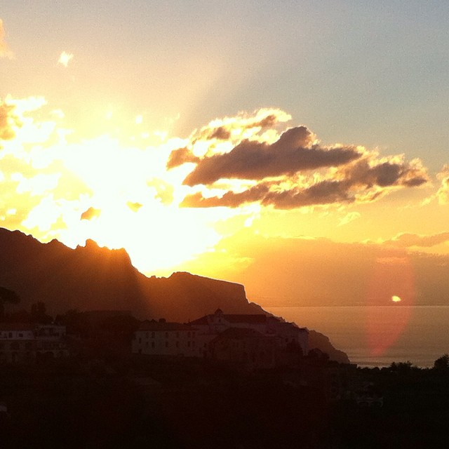 Good day sunshine nah nah nah! #morningsongs #AmalfiCoast #Ravello #sunrise #Italy