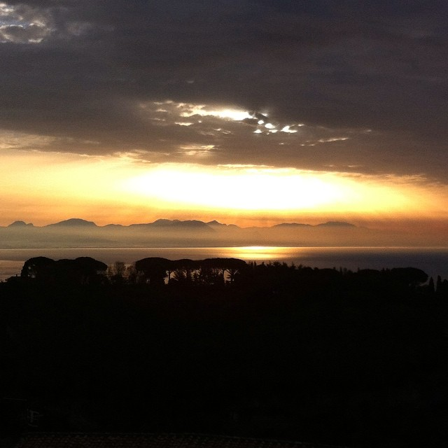 Gorgeous rays of sun through the clouds. Buon giorno! Share your sunshine today no matter what. #AmalfiCoast