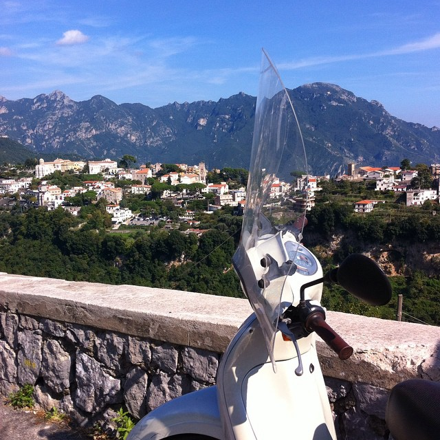 Waiting for the courier to arrive. #Ravello #AmalfiCoast