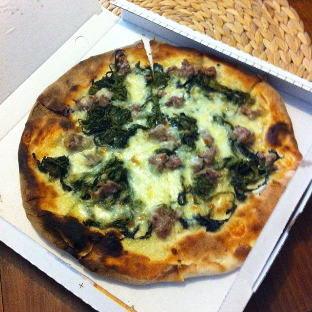 Pizza delivery from #Ravello! My favorite winter pizza - with broccoli e salsiccia. #nomnomnom #pizzagram