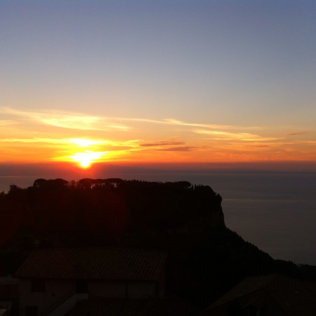 The moment of pink and orange. #AmalfiCoast #sunrise #Ravello