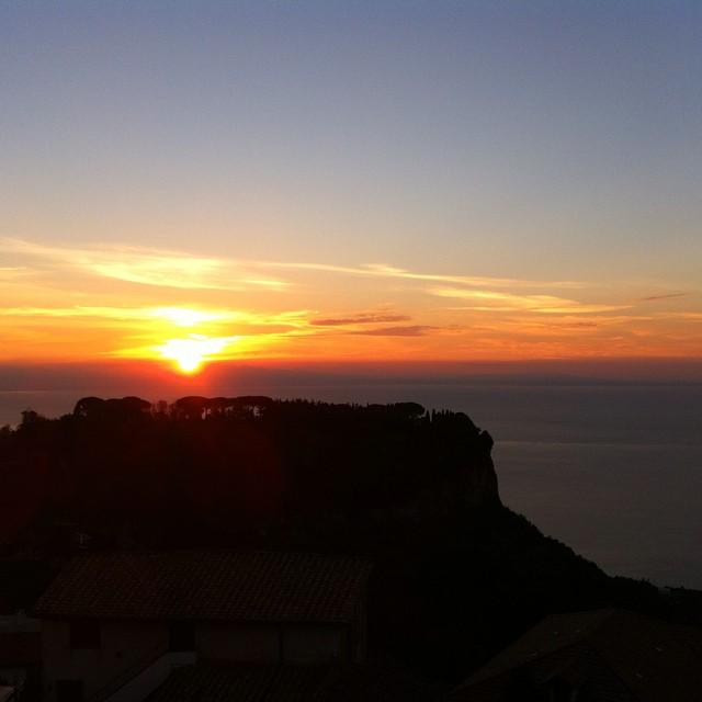 The moment of pink and orange. #AmalfiCoast #sunrise #Ravello