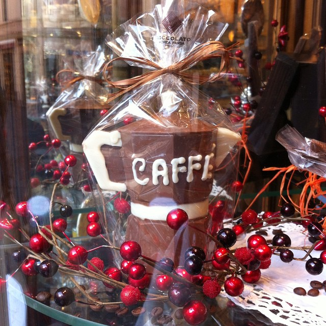 How about a chocolate moka pot with your espresso this morning? Fun chocolate designs and traditional Christmas desserts at Pasticceria Pansa in #Amalfi. More photos on Ciao Amalfi --> link in profile. #AmalfiCoast #natale