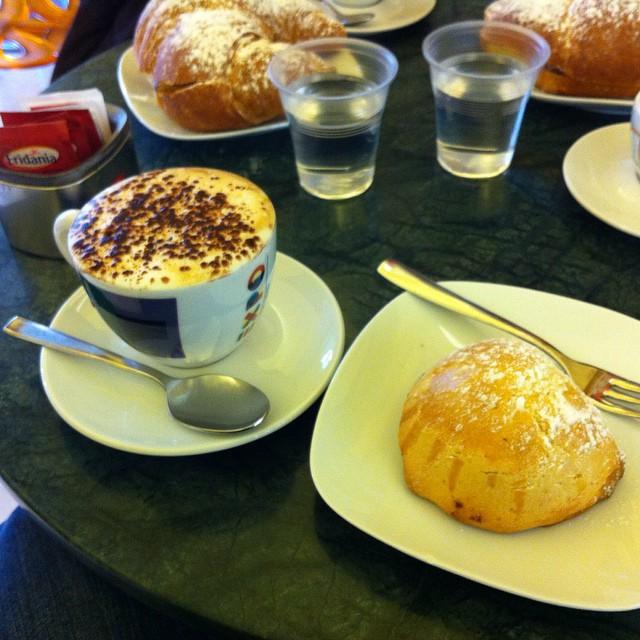 A rare treat...cappuccino and a sfogliatella frolla at Pasticceria Napoli in Maiori this morning. #AmalfiCoast #latergram