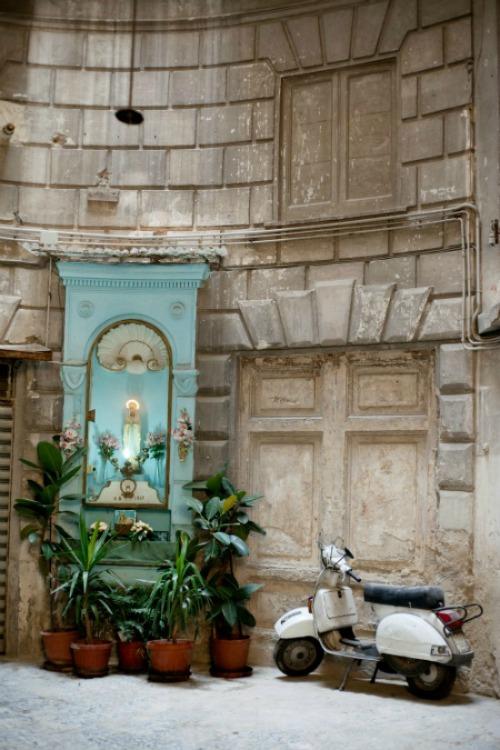 Naples Copyright Carla Coulson 0016
