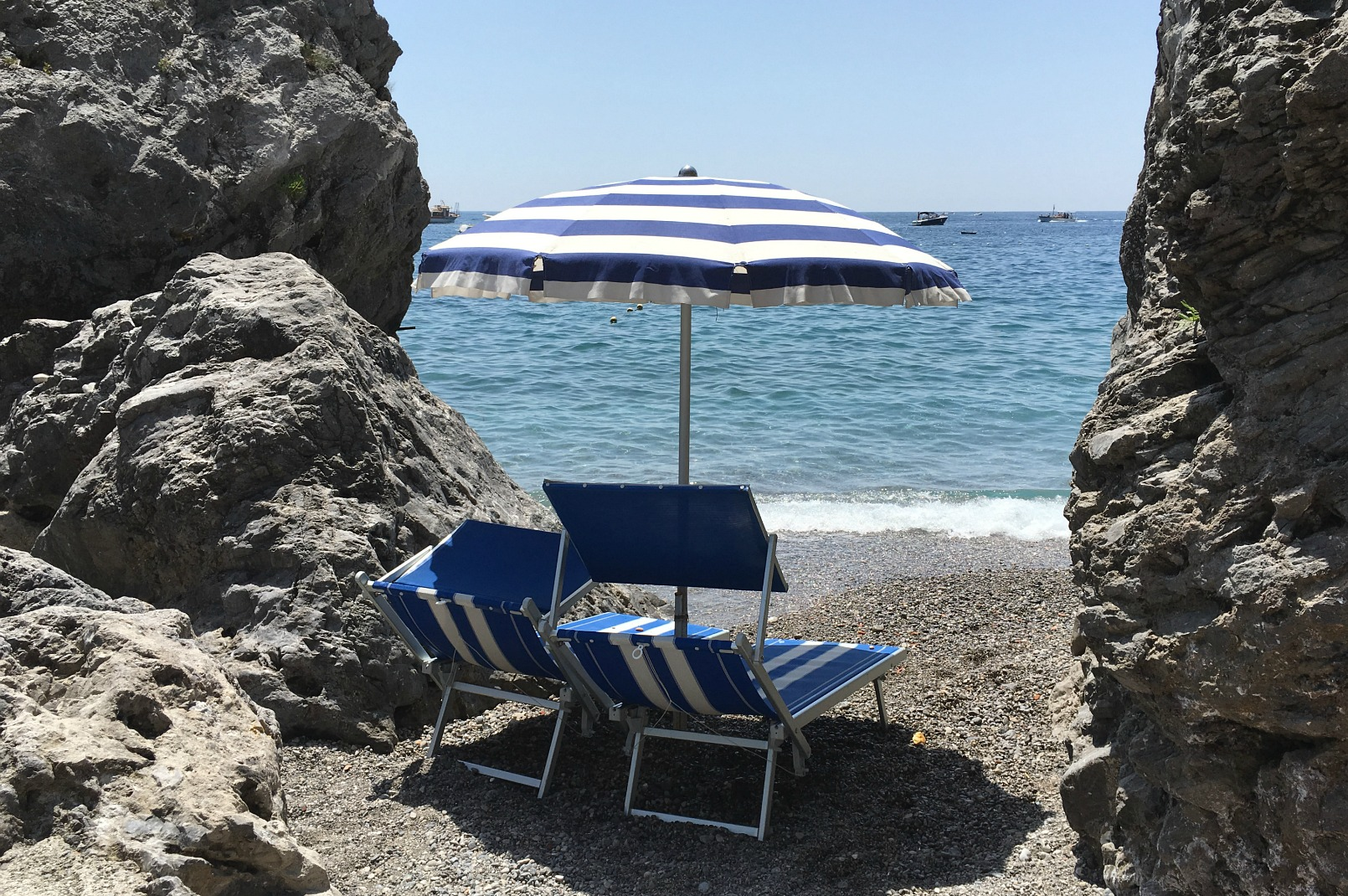 amalfi-coast-beach-sunbed