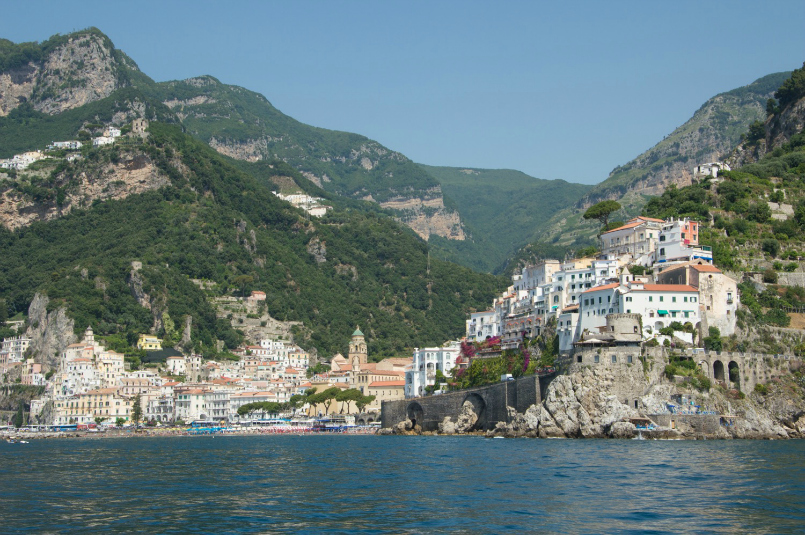 amalfi-harbor-sea