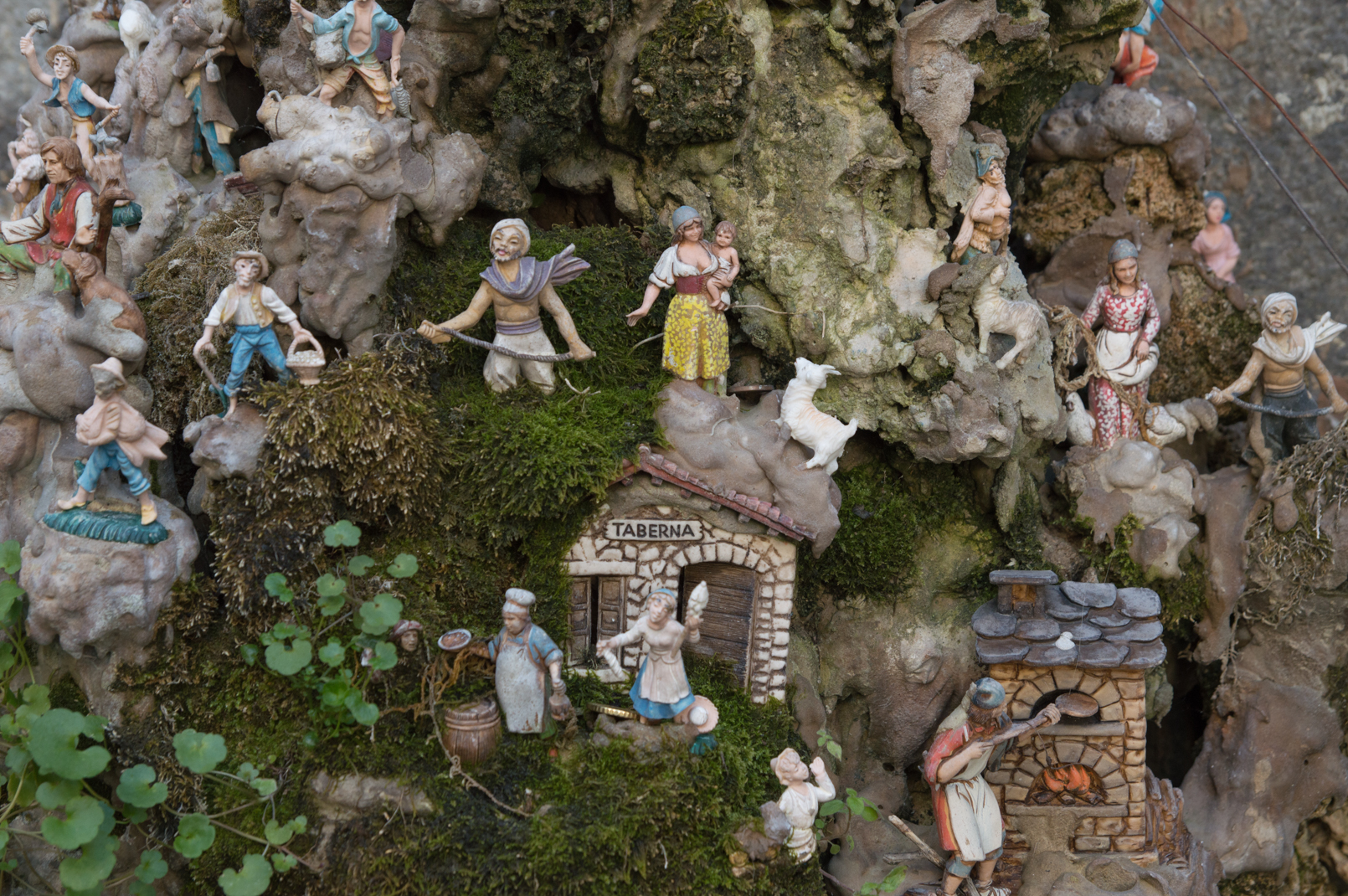 ciao-amalfi-christmas-nativity-fountain-4