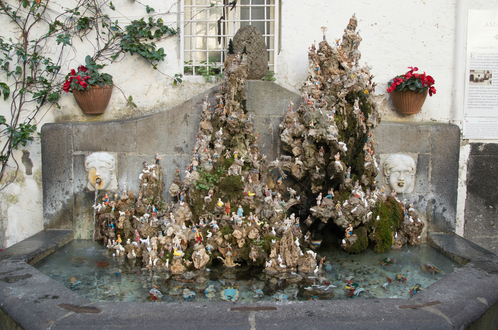 ciao-amalfi-christmas-nativity-fountain